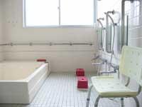 """<b>浴室</b><br /><font size=""""-1"""">入浴は火・金曜の14時〜17時</font>"""